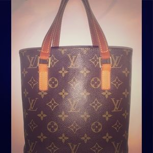 LOUIS VUITTON Vavin PM.  GUC!  Sweet little purse!